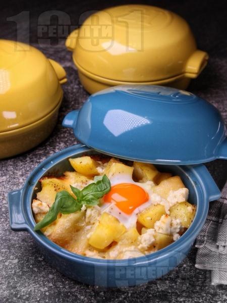 Запечени картофи на фурна с прясно сирене, яйца и пармезан - снимка на рецептата